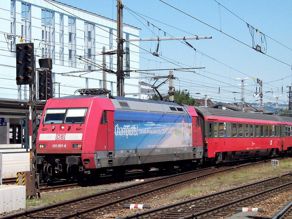 """Lokomotiva 101 001-6, IC 548 """"Österreichisches UMW""""  (Wien – Salzburg), Linz Hbf., 19.7.2006 12:29 - Trainweb"""