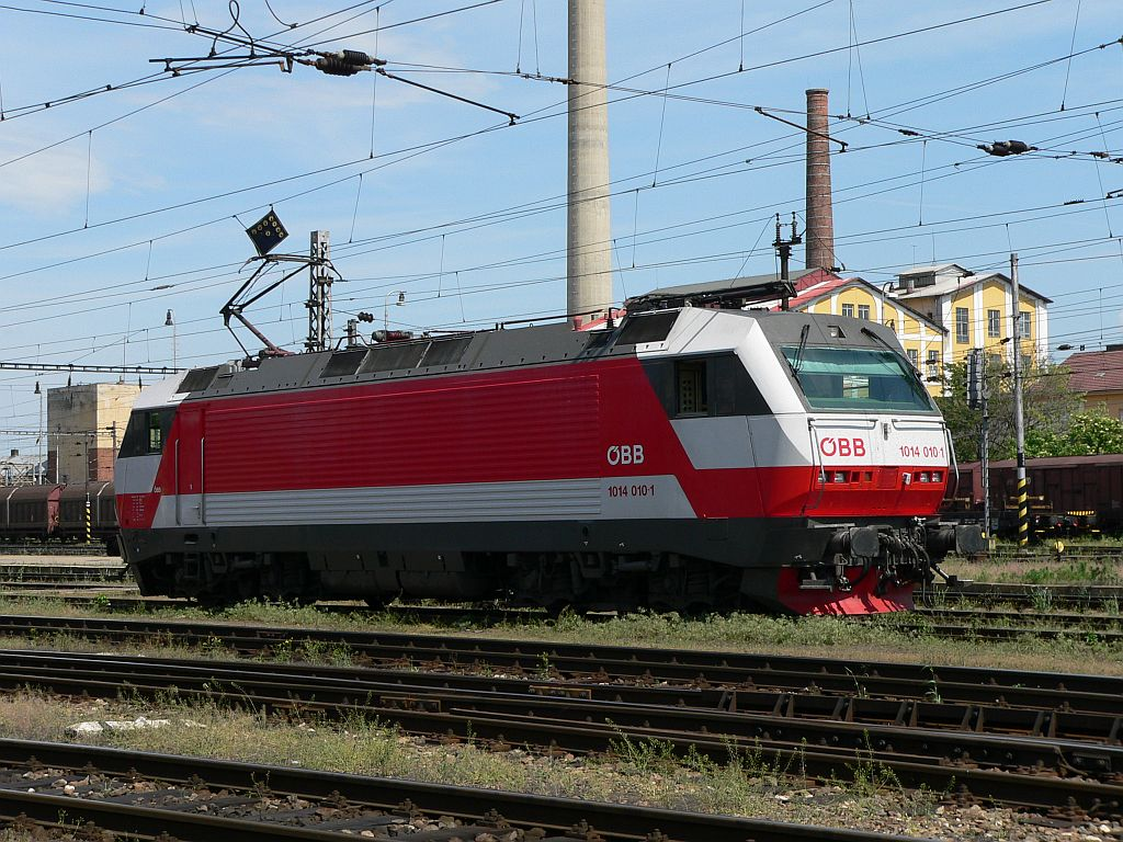 Lokomotiva 1014 010-1, ()odstavena po R 272), Břeclav, 11.5.2007 14:05 - Trainweb