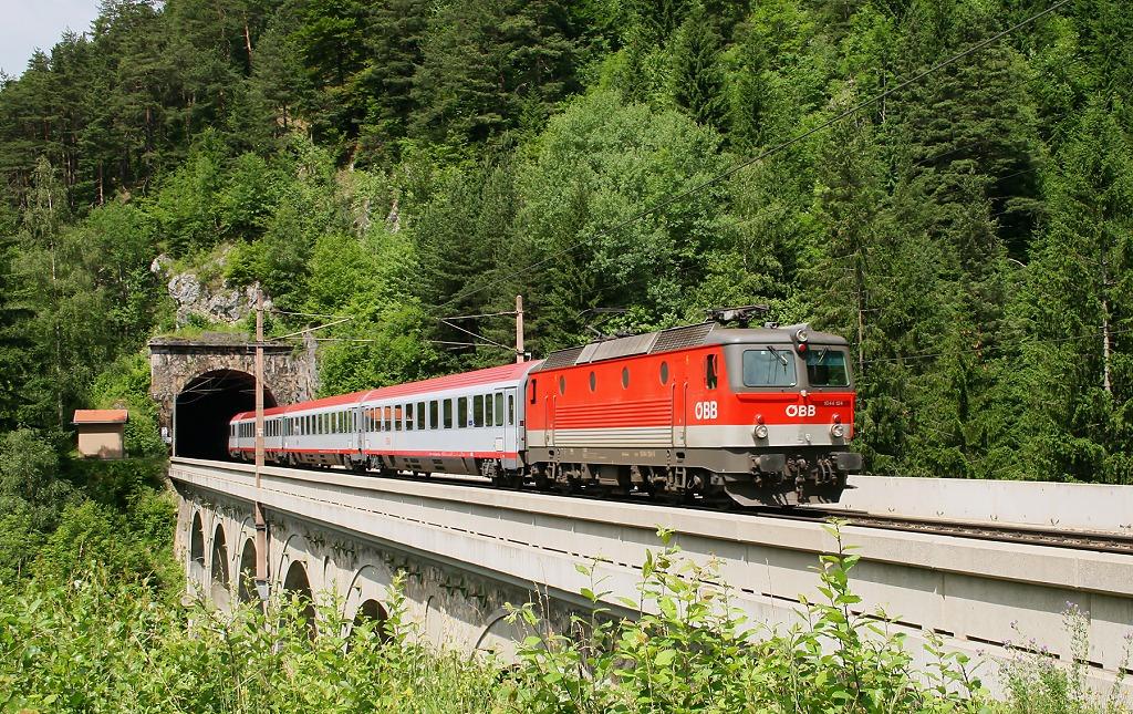 "Lokomotiva 1044 124-4, ÖBB EC 252 ""Albertina""  (Maribor – Spielfeld-Straß – Graz – Bruck a.d. Mur – Wien), Breitenstein, 7.7.2010 11:01 - Trainweb"