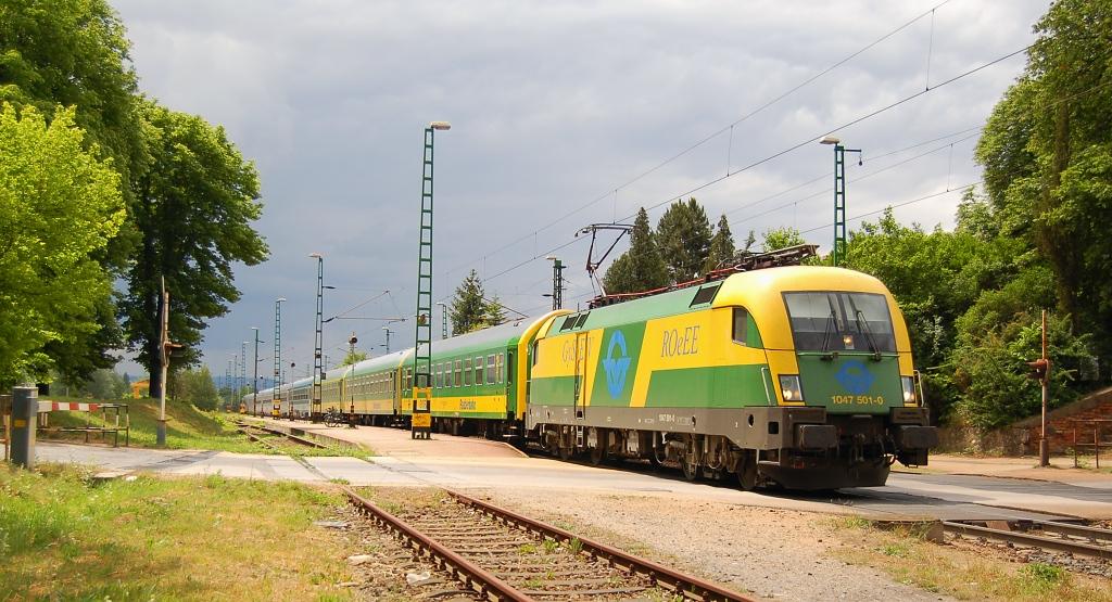 Lokomotiva 1047 501-4, IC 922  (Budapest – Györ – Csorna – Szombathely), Továroskert, 29.5.2009 11:16 - Trainweb