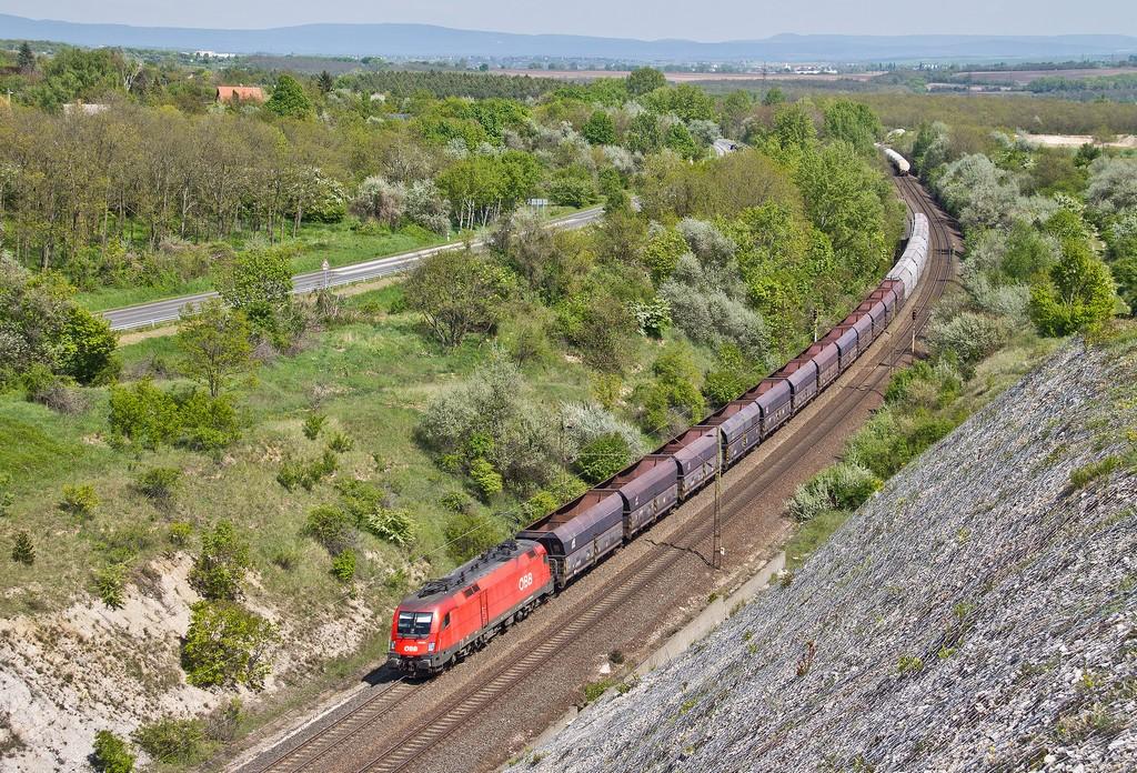 Lokomotiva 1116 001-9, nákladní vlak, Bicske – Szár, 28.4.2016 14:37 - Trainweb