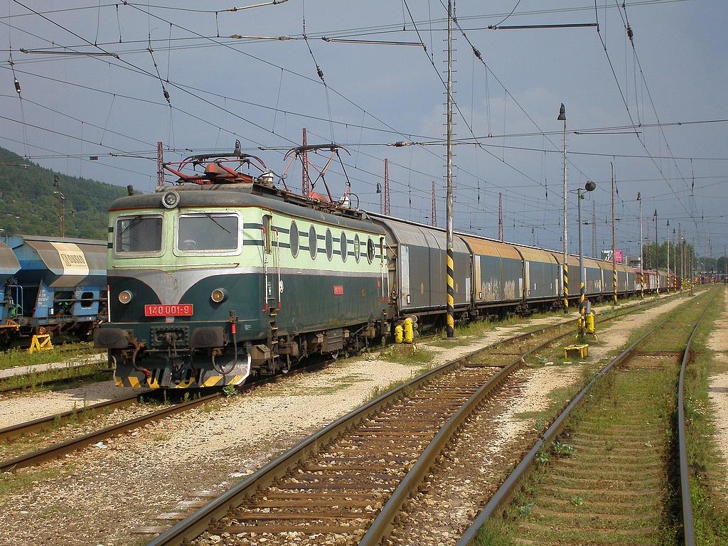 Lokomotiva 140 001-9, Pn 65682, Žilina, 10.8.2007 15:21 - Trainweb
