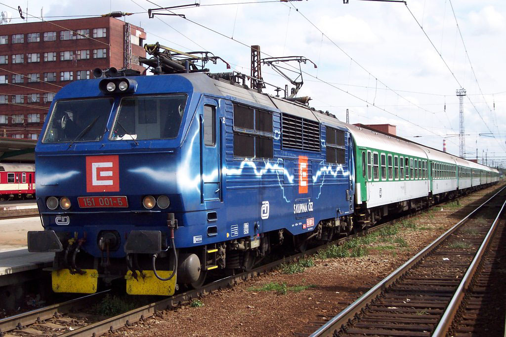"Lokomotiva 151 001-5, R 704 ""Chodovar""  (Břeclav — Přerov — Praha — Cheb), Pardubice hl.n., 12.8.2006 12:53 - Trainweb"