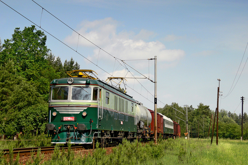 Lokomotiva 180 001-0, zvl.Mn 33334  (Česká Třebová – Choceň – Borohrádek)    speciální fotoakce, Plchůvky – Čermná nad Orlicí, 27.5.2007 10:21 - Trainweb