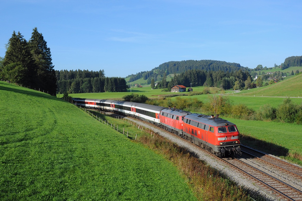 Lokomotiva 218 430-7 + 218 433-1, EC 196 (München - Kempten - Lindau - Zürich), Oberstaufen - Röthenbach (Wolfsried), 11.9.2018 9:11 - Trainweb
