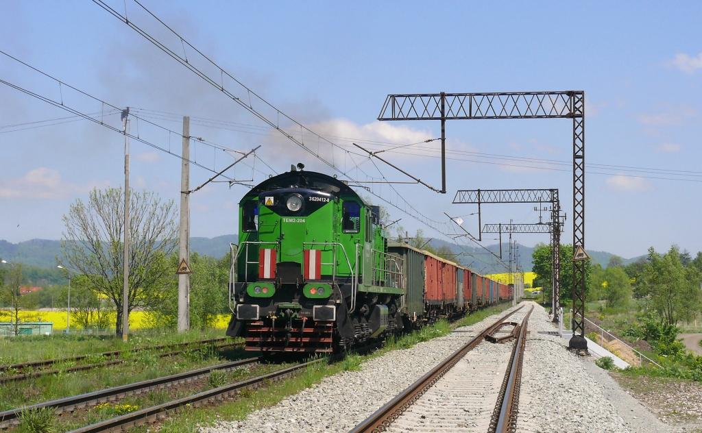 Lokomotiva TEM2-204 postrk, vpředu M62-3536, TMS 654014 (Ścinawka Średnia – Kłodzko Główne – Wrocław – Olsztynek), Kłodzko Główne, 18.5.2019 12:02 - Trainweb