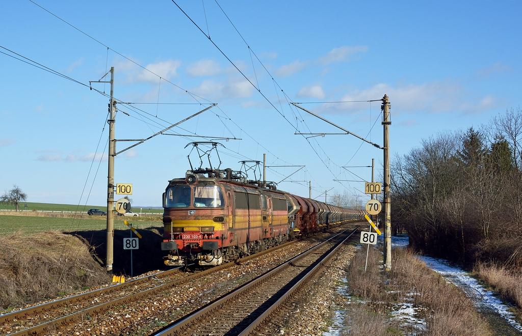 Lokomotiva 230 103-4 + 230 102-6, Čáslav – Třebešice, 8.1.2016 12:24 - Trainweb