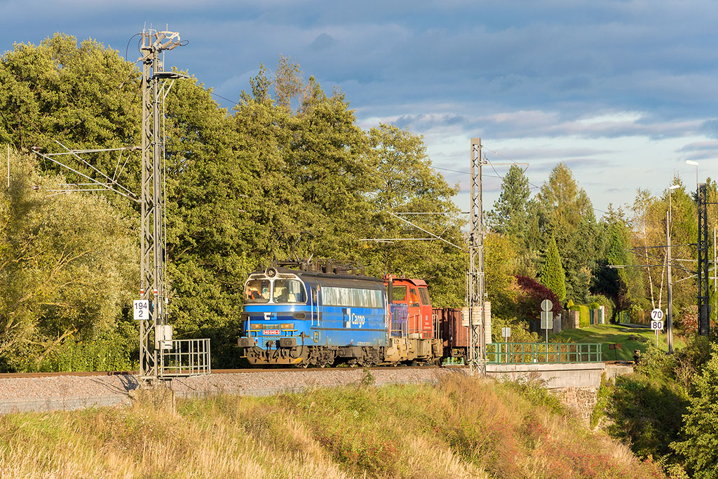 Lokomotiva 240 045-5 + 708 007-0, posun, Borovany  (budějovické záhlaví), 7.10.2017 17:40 - Trainweb