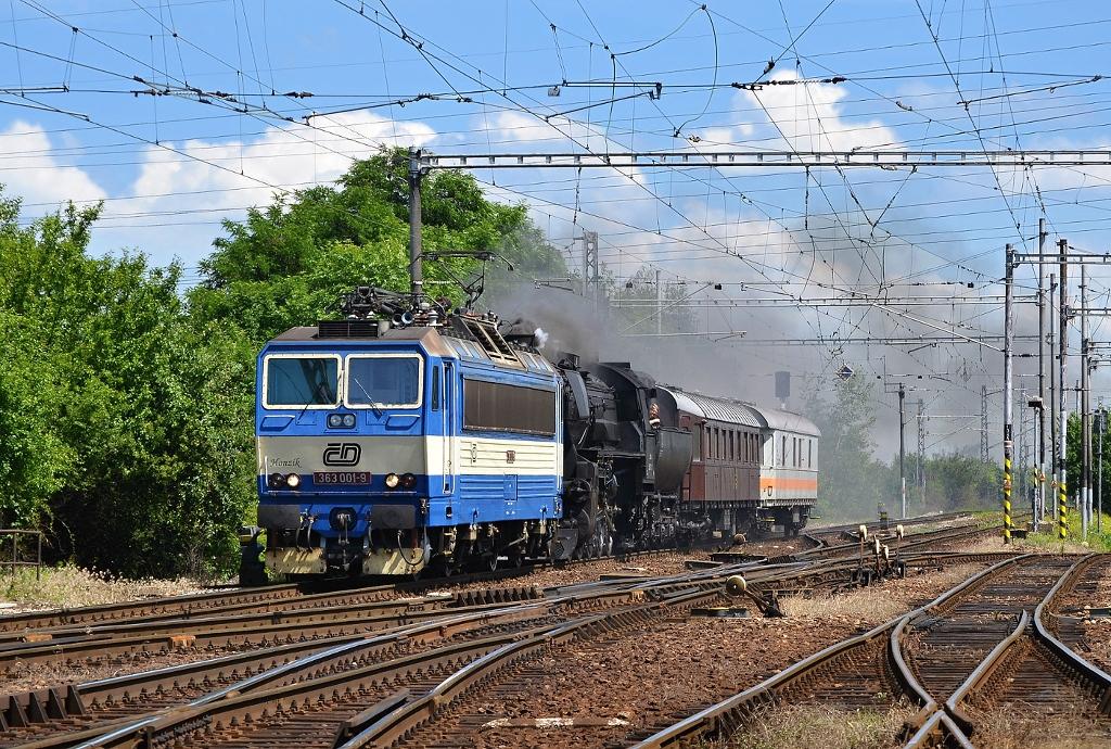 Lokomotiva 363 001-9 + 52.100 (ÖBB), Sv 11054  (Wien – Břeclav – Brno – Havlíčkův Brod – Kolín – Praha-Libeň), Kutná Hora hl.n., 15.6.2012 14:22 - Trainweb