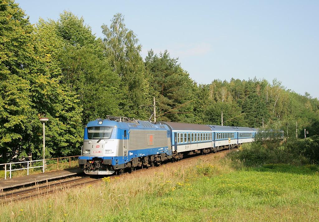 Lokomotiva 380 012-5, Ex 531 JIŽNÍ EXPRES (Praha-Holešovice - Tábor - České Budějovice - Český Krumlov), Doubí u Tábora, 23.8.2019 9:26 - Trainweb