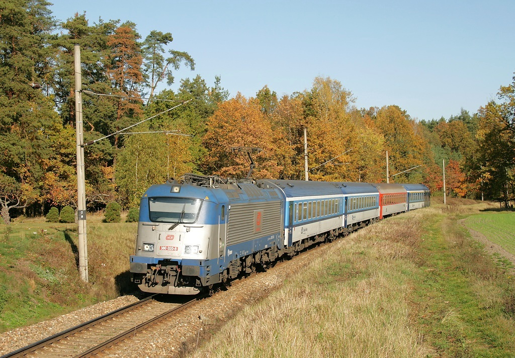 Lokomotiva 380 020-8, Ex 333 JIŽNÍ EXPRES (Praha - Tábor - České Budějovice - Summerau - Linz), Rou, 27.10.2019 11:26 - Trainweb