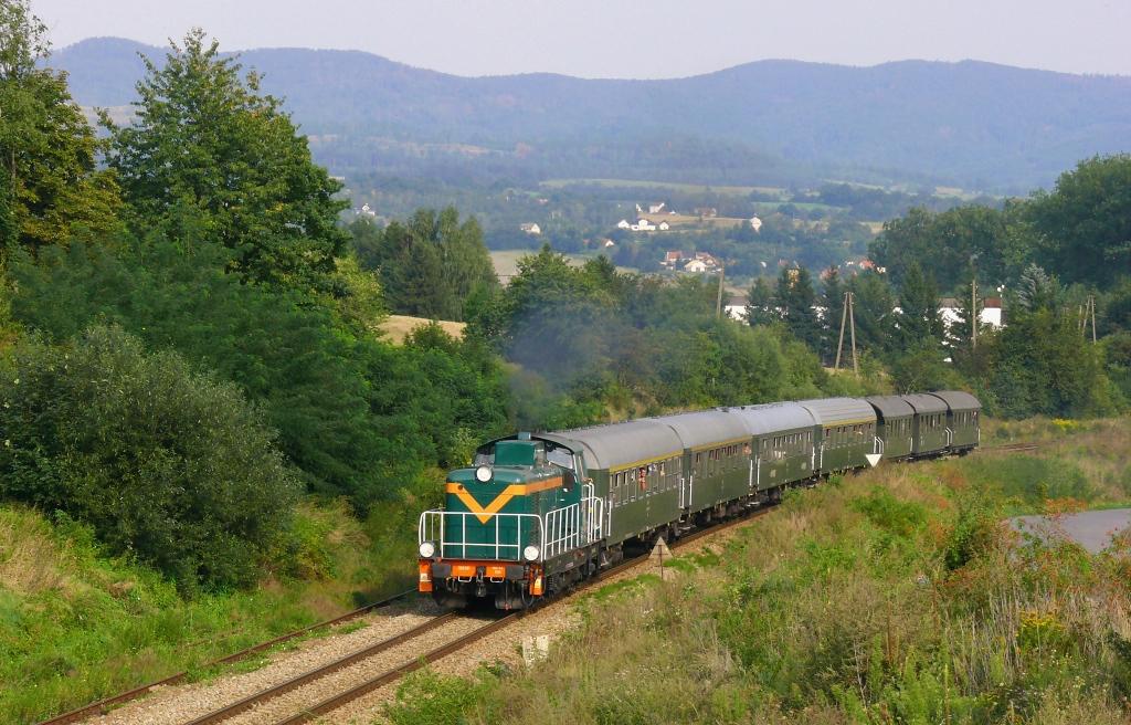 Lokomotiva SU42-536, zvláštní vlak SOWA z Kłodzka Miasta do Nowe Rudy, Kłodzko – Bierkowice, 24.8.2019 16:41 - Trainweb
