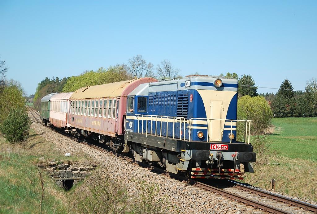 Lokomotiva T 435.097, Pn 58025  (Veselí nad Lužnicí – České Velenice – České Budějovice), Hrdlořezy – Dvory nad Lužnicí, 21.4.2018 13:57 - Trainweb