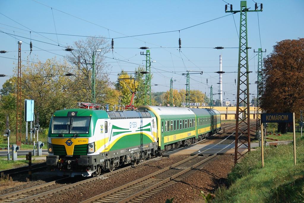 Lokomotiva 471 002-6, IC 922 SAVARIA (Budapest-Keleti pu - Györ - Szombathely), Komárom, 12.10.2017 11:20 - Trainweb