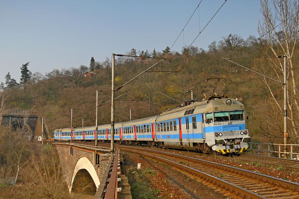 Jednotka 560 005-1, Os 4932  (Vranovice – Brno – Tišnov), Brno, Obřany, 14.3.2007 15:35 - Trainweb