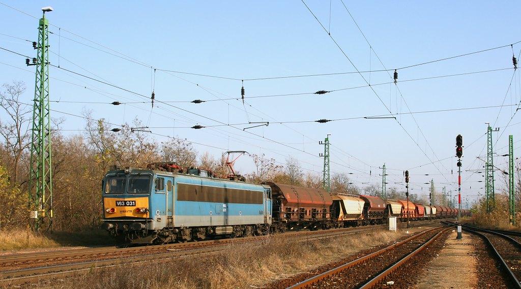 Lokomotiva V 63 031, nákladní vlak, Almásfüzitő felső, 5.11.2008 13:15 - Trainweb