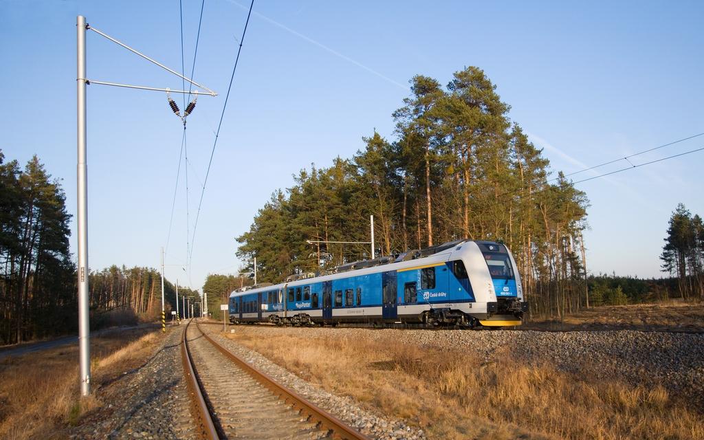 Jednotka 650 001-1, zkušební jízda, ZC VÚŽ Cerhenice, malý  okruh, 5.3.2012 16:46 - Trainweb