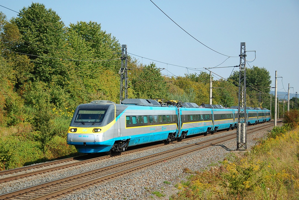 "Jednotka 681 002-2, SC 508 ""Pendolino""  (Ostrava – Olomouc – Pardubice – Praha), Lipník nad Bečvou – Osek nad Bečvou, 15.9.2016 11:55 - Trainweb"