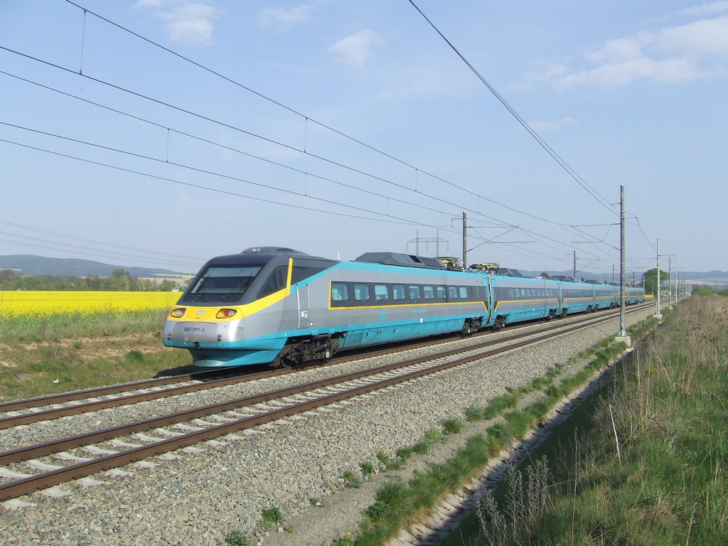 """Jednotka 682 001-3, SC 510 """"SC Pendolino""""  (Ostrava – Olomouc – Pardubice – Praha), Luková u Rudoltic v Čechách, 27.4.2007 16:54 - Trainweb"""