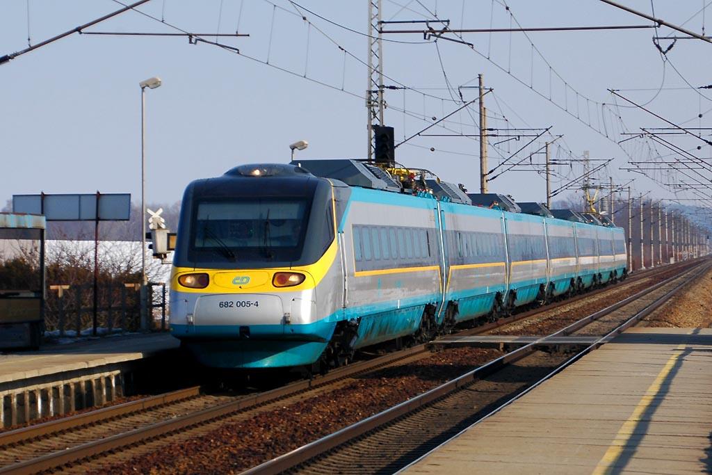 Jednotka 682 005-4, SC 506 Pendolino, Dobříkov u Chocně, 25.2.2006 14:06 - Trainweb
