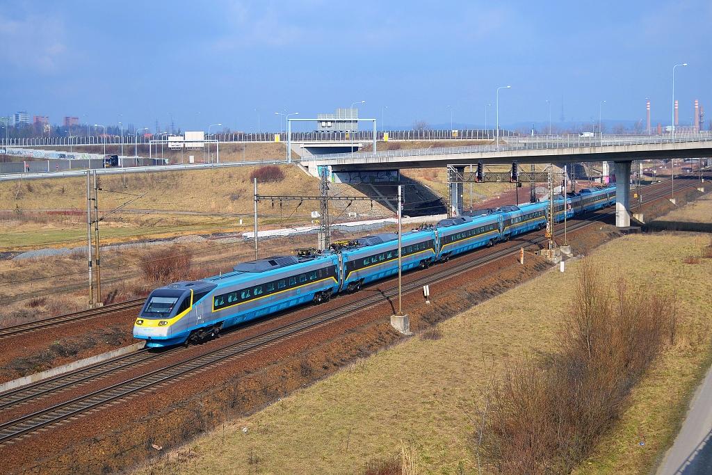 "Jednotka 682 003-9, SC 508 ""Pendolino""  (Ostrava – Olomouc – Pardubice – Kolín – odklon Nymburk – Praha), Ostrava-Svinov, 6.3.2015 11:25 - Trainweb"