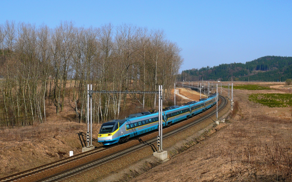 """Jednotka 682 006-2, SC 510 """"SC Pendolino""""  (Ostrava – Olomouc – Pardubice – Praha), Rudoltice v Čechách – Třebovice v Čechách, 30.3.2011 15:08 - Trainweb"""