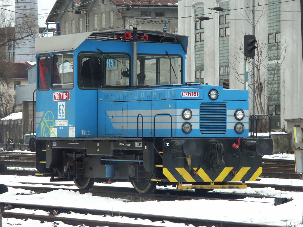 Lokomotiva 703 716-1, posun, Kolín, 29.1.2007 12:42 - Trainweb