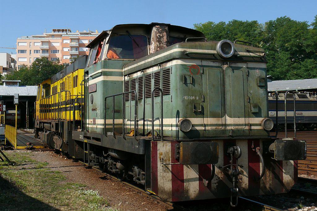 Lokomotiva 710 001-9 + 740 731-5, odvoz poškozené 740 731, RD Bratislava hl.st., 15.8.2007 10:16 - Trainweb