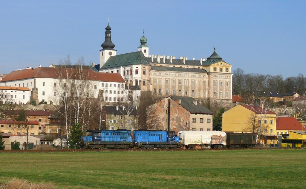 Lokomotiva 742 146-4 + 742 308-0, Mn 83475 (Trutnov - Adršpach - Broumov), Broumov, 5.4.2019 8:32 - Trainweb