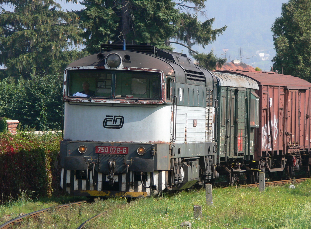 Lokomotiva 750 079-6, Mn 81050  (Bystřice pod Hostýnem – Hulín), Holešov, 29.9.2006 13:23 - Trainweb