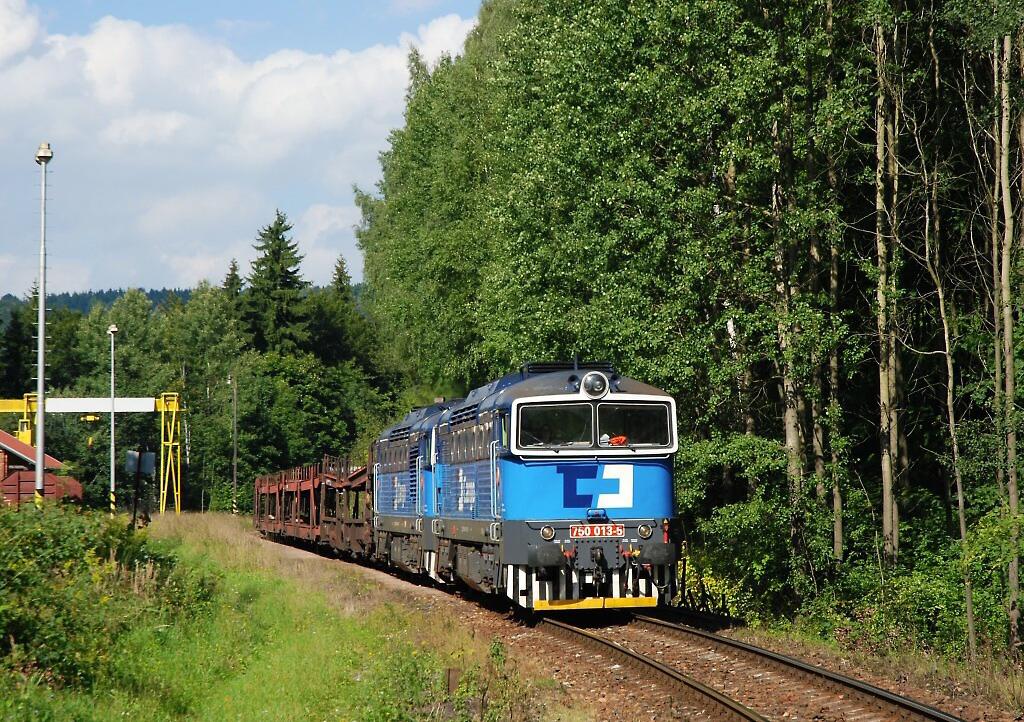 Lokomotiva 750 013-5, Pn 44231  (Wałbrzych – Meziměstí – Náchod – Týniště nad Orlicí), Česká Metuje – Žďár nad Metují, 7.9.2010 15:10 - Trainweb