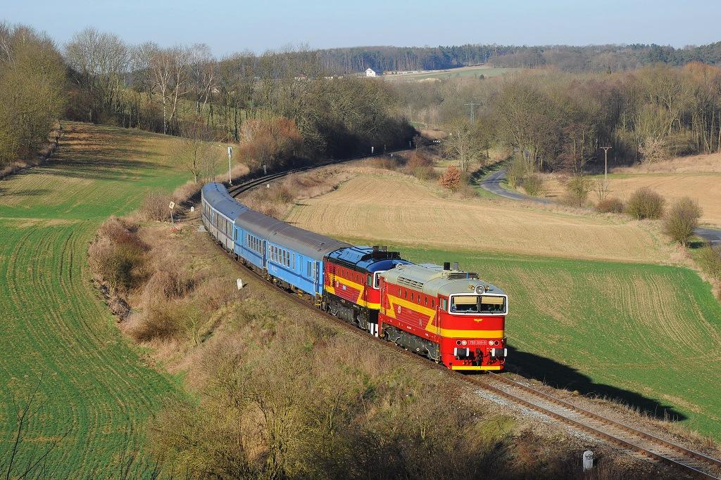 """Lokomotiva 750 308-9 + 754 049-5, R 1148 """"Kamenice""""  (Praha – Mladá Boleslav – Turnov – Železný Brod – Tanvald), Košátky – Kropáčova Vrutice, 7.4.2018 8:24 - Trainweb"""