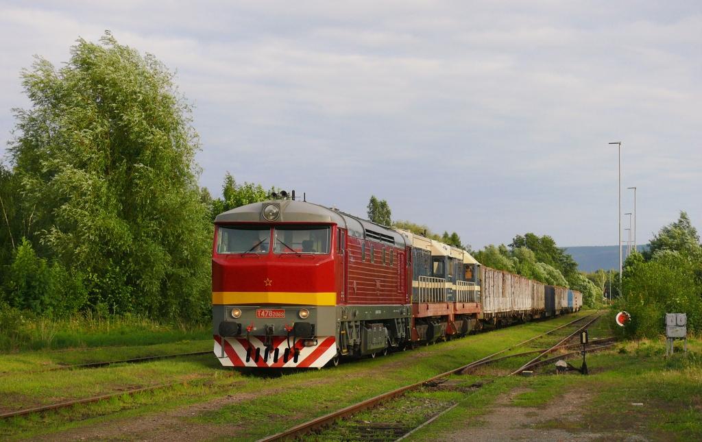 Lokomotiva 752 069-5 + 721 113-9 + 721 122-0, Pn 57041 (Broumov – Meziměstí – Teplice nad Metují), Broumov, 9.7.2019 19:12 - Trainweb