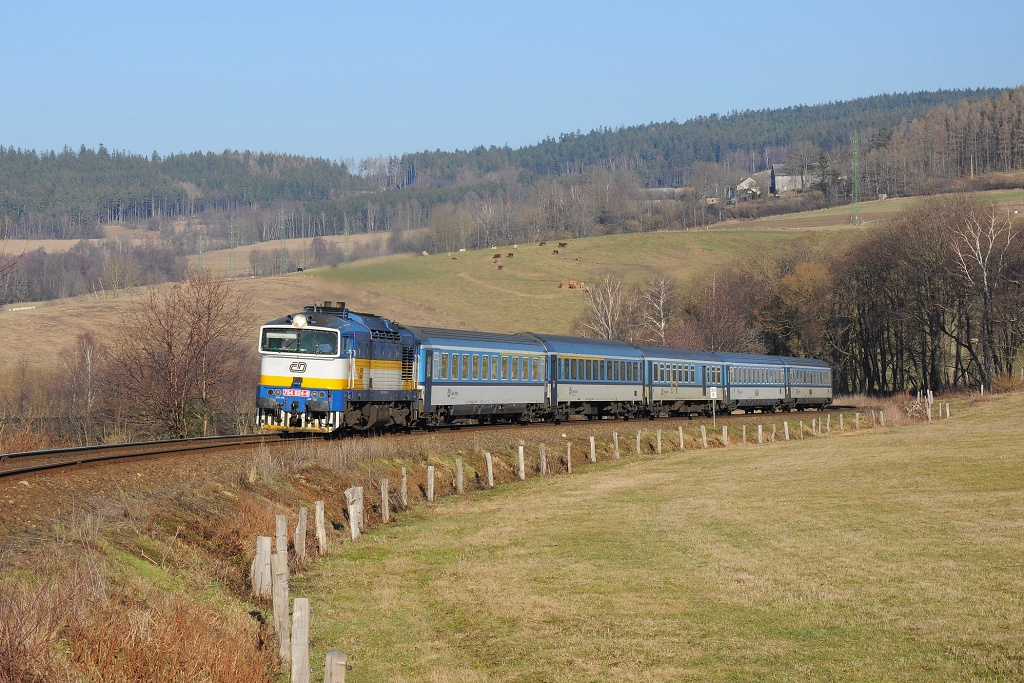 Lokomotiva 754 024-8, R 768 Berounka (Praha - Plzeň - Klatovy - Železná Ruda), Nýrsko - Dešenice, 8.2.2020 15:02 - Trainweb