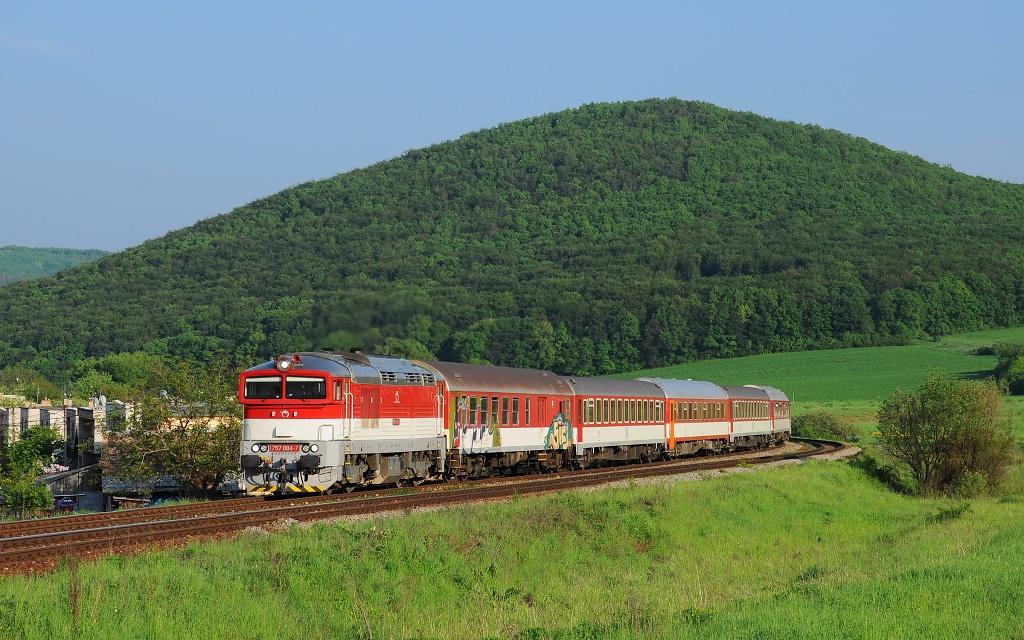 """Lokomotiva 757 004-7, R 930 """"Ipeľ""""  (Košice – Plešivec – Fiľakovo – Lučenec – Zvolen), Mýtna – Píla, 8.5.2013 18:13 - Trainweb"""