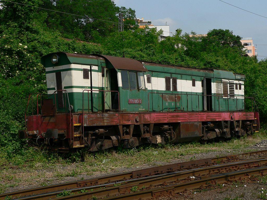 Lokomotiva 770 093-3, odstavena na náhradní díly, depo Bratislava hl.st., 23.5.2007 10:44 - Trainweb