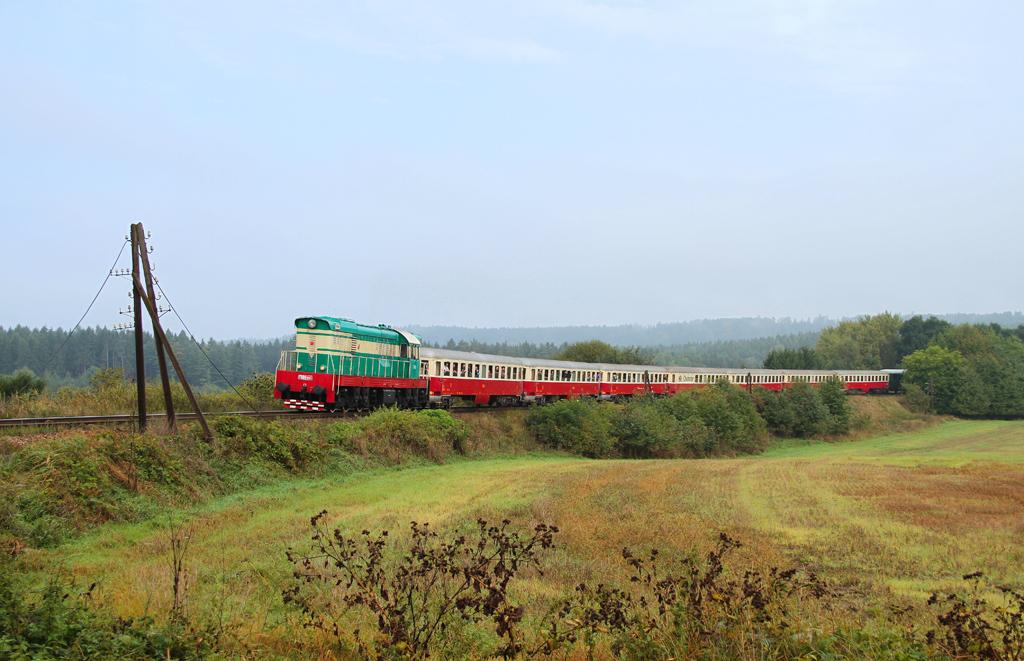 Historické vozidlo T 669.0001, zvl. Sp 19770  (Praha Masarykovo n. – Kladno – Lužná u Rakovníka), Nové Strašecí – Řevničov, 13.9.2014 9:54 - Trainweb