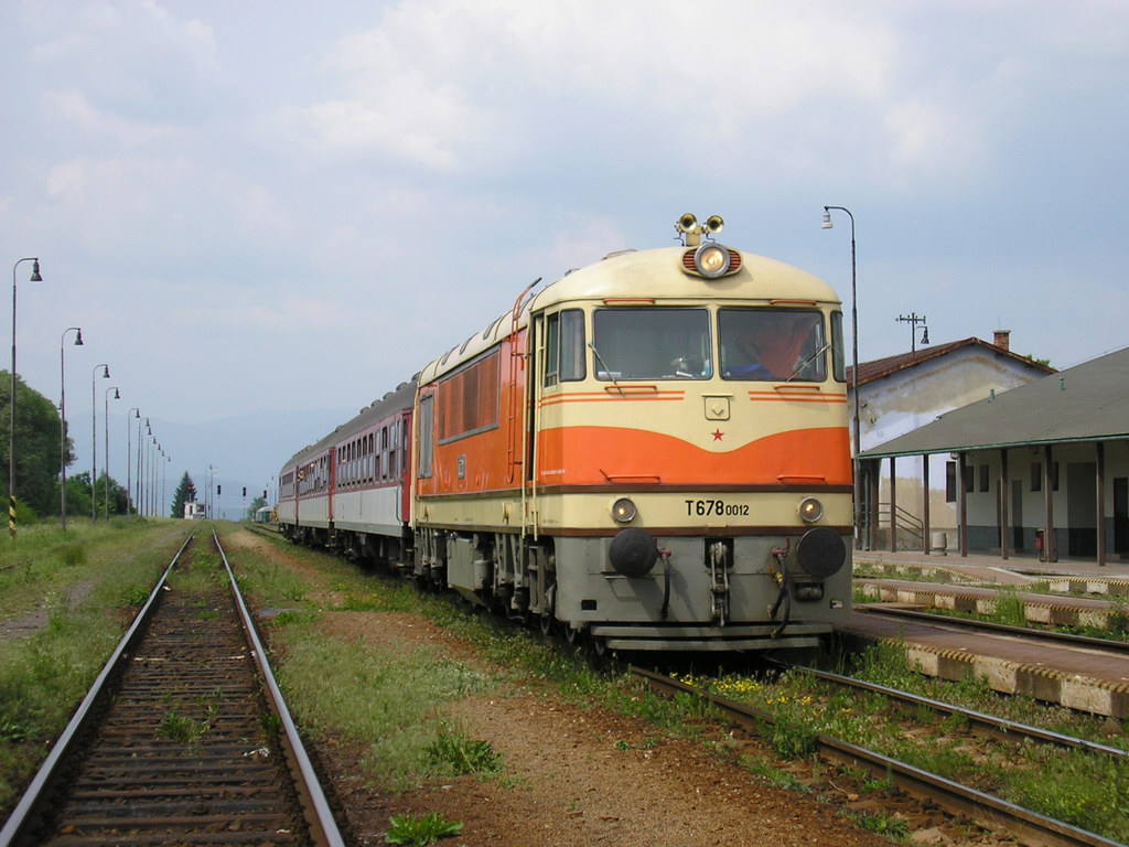 Lokomotiva 775 012-8, mimoriadny R  (Vrútky – Banská Bystrica – Zvolen), Diviaky, 31.5.2008 14:33 - Trainweb