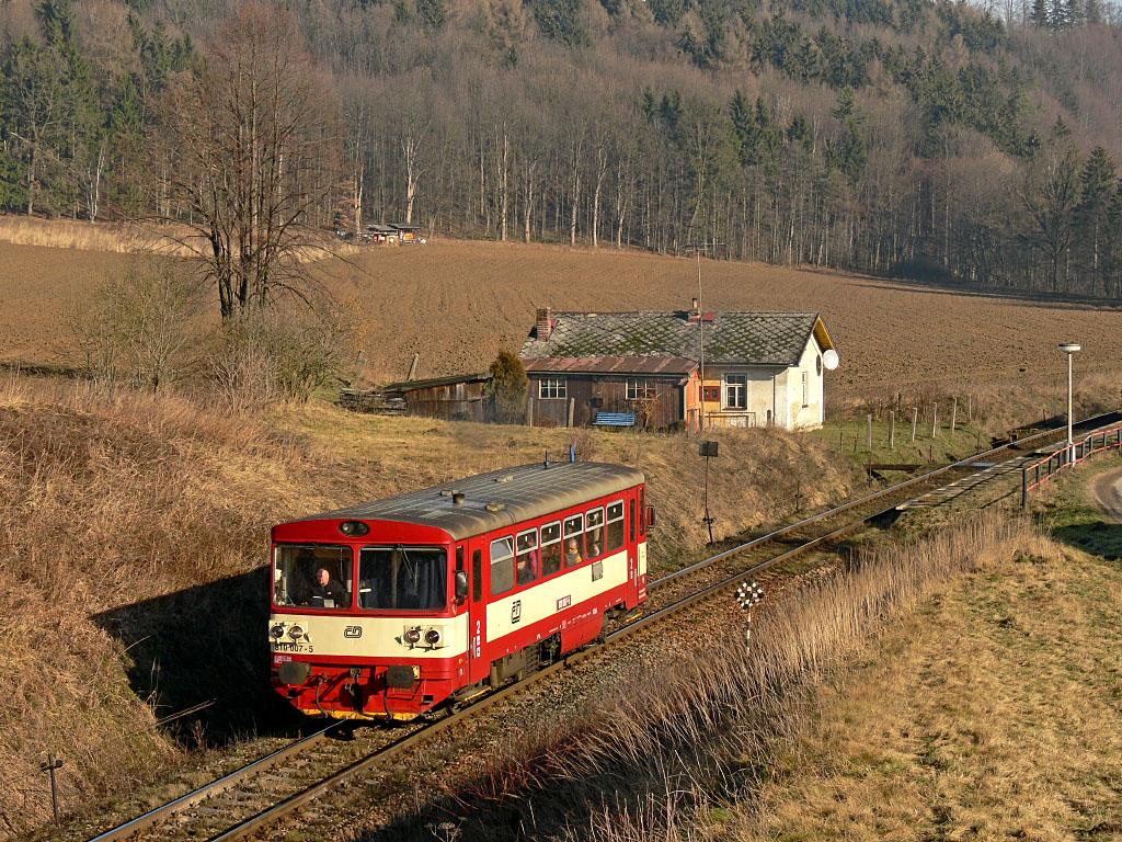 Motorový vůz 810 007-5, Os 20008  (Štíty – Dolní Lipka – Letohrad), Verměřovice, 10.2.2007 10:13 - Trainweb