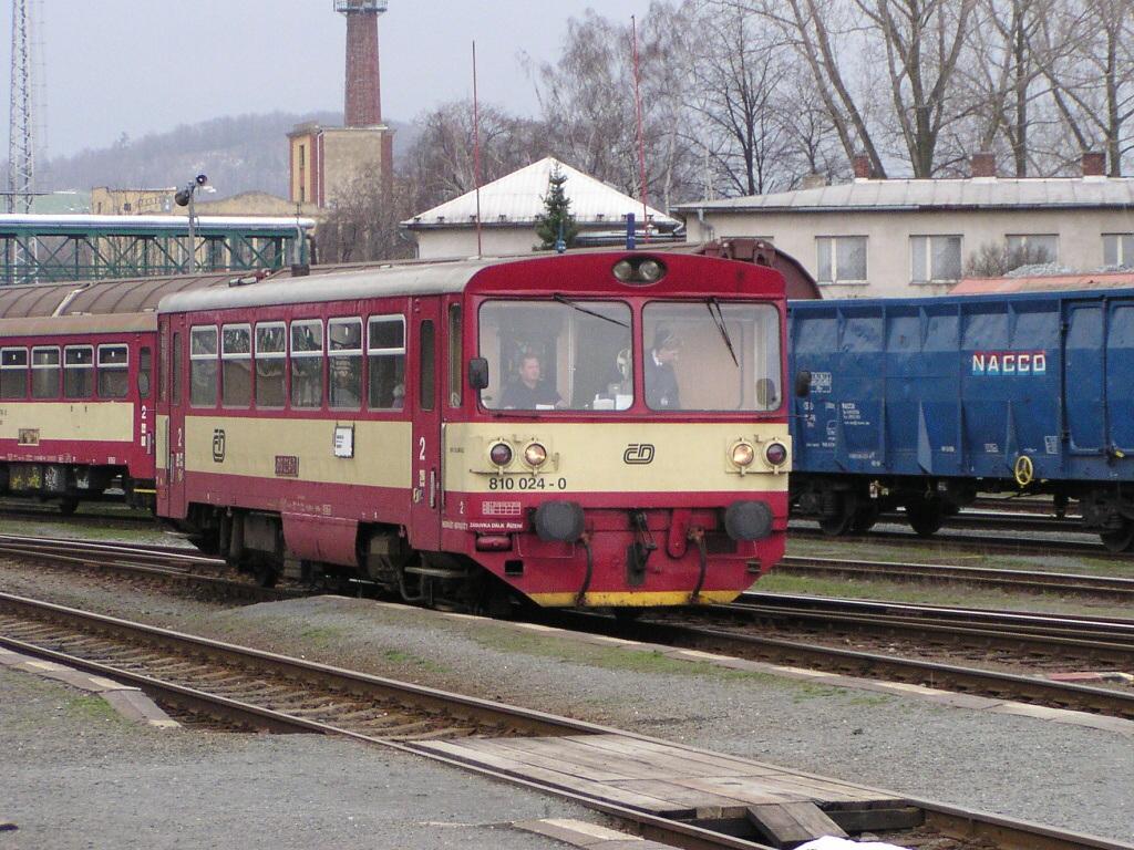 Motorový vůz 810 024-0, Os 3557  (Bruntál – Krnov), Krnov, 24.3.2007 14:14 - Trainweb