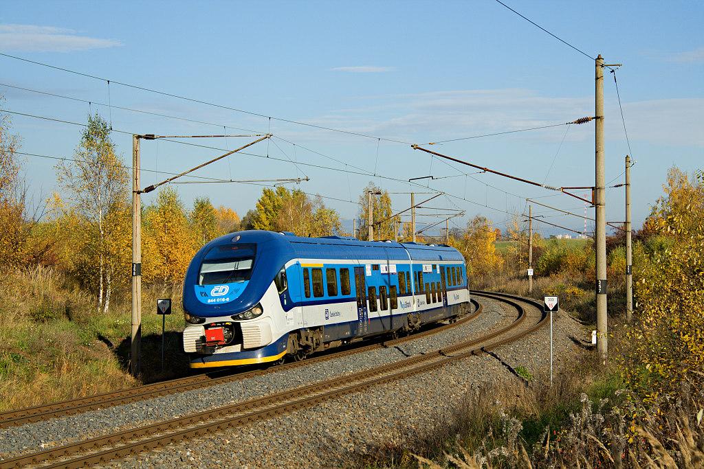 Motorový vůz 844 016-6, Os 7004  (Karlovy Vary – Cheb), Karlovy Vary-Dvory – Chodov, 22.10.2013 15:26 - Trainweb
