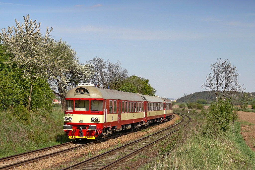 Řídící vůz 954 002-2, Os 4838  (Brno – Zastávka u Brna), Troubsko – Střelice Dolní, 19.4.2007 15:15 - Trainweb