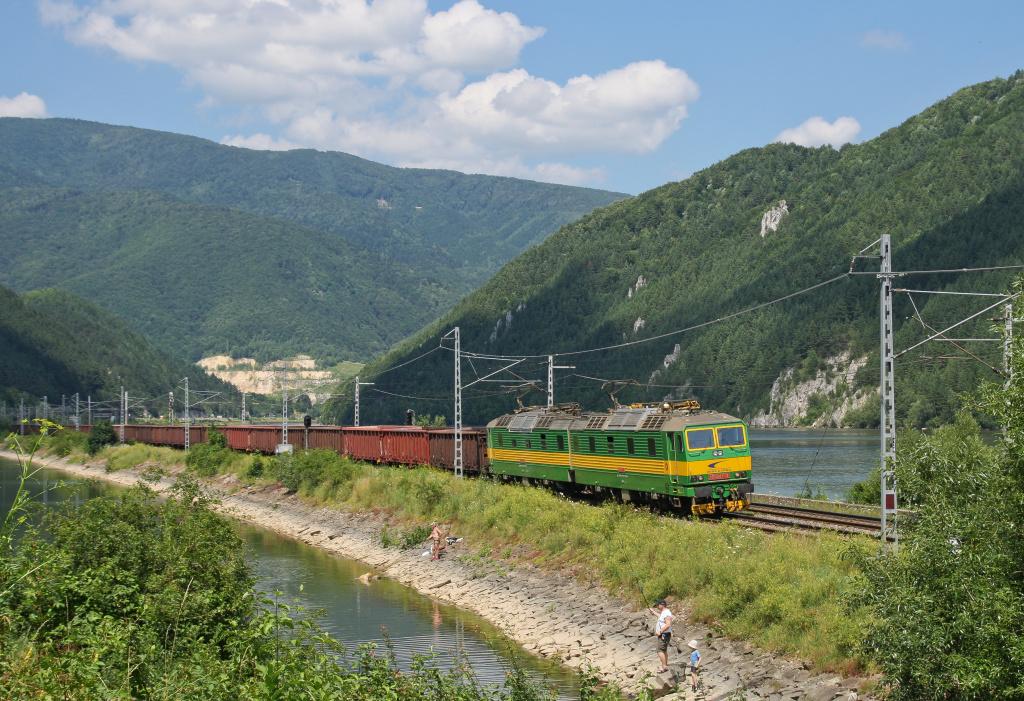 Lokomotiva 131 047-3 + 131 048-1, Pn, Šútovo – Krpeľany, 17.7.2011 14:08 - Trainweb