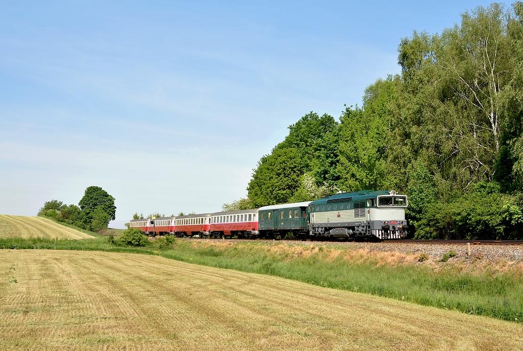 Historické vozidlo T 478.3101, Jíkev – Oskořínek, 21.5.2016 9:05 - Trainweb