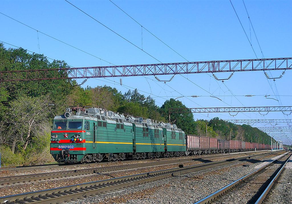Lokomotiva VL80S-902/847, nákladní vlak, Puchovo  (Rusko, Voroněžská oblast), 22.8.2010 8:59 - Trainweb