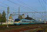 "Jednotka 682 005-4, SC 508 ""SC Pendolino""  (Ostrava – Olomouc – Pardubice – Praha-Holešovice), Pečky, 11.10.2007 16:26 - Trainweb"