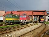 Lokomotiva 162 001-2 + 162 004-6 + 110 025-4 + 710 004-3, odstavené, RD Žilina, 3.5.2008 15:06 - Trainweb