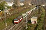 """Lokomotiva 350 001-4, EC 279 """"Jaroslav Hašek""""  (Praha – Pardubice – Brno – Břeclav – Bratislava – Štúrovo – Budapest), Brno-Maloměřice, 31.10.2006 10:10 - Trainweb"""