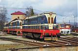 Lokomotiva 721 116-2 + 721 xxx + 721 xxx, odstavené, RD Prievidza, 19.3.2009 13:34 - Trainweb