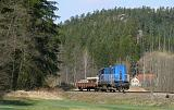 Lokomotiva 742 095-3, pracovní vlak na vyloučené trati, na vozu Res jsou naloženy části nového mostu, který bude sestaven v km 25,288, Adršpach – Teplice nad Metují skály, 14.4.2018 12:30 - Trainweb